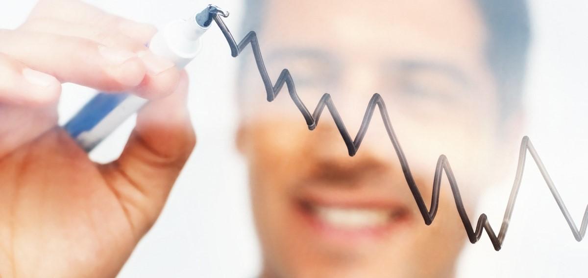 Durch die proaktive Verschiebung der Nutzenkurven gelingt es, aus dem Preiskampf um Kunden und Marktanteile zu entkommen. Letztendlich entscheidet im Onlinebusiness die Qualität des Algorithmus über die Erfolgsquote aus Traffic - Konversion - Gewinn. | Foto: ©[Yuri Arcurs@Fotolia]